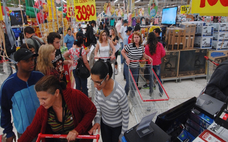 AP_Shopping-in-Brazil_0